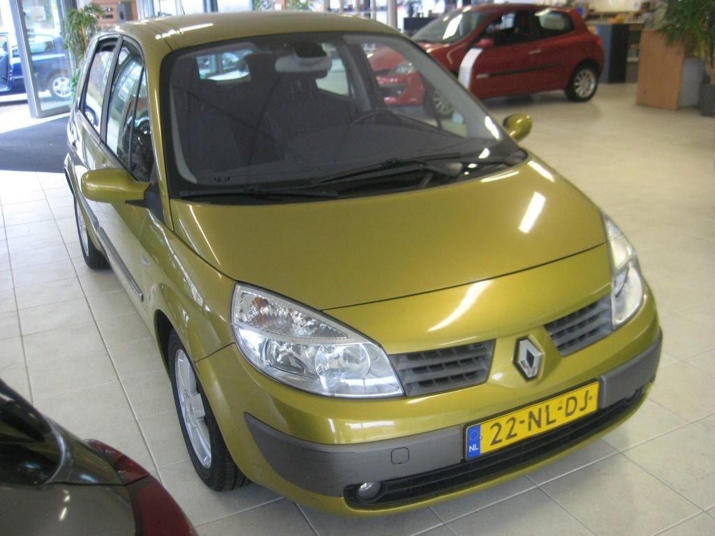 Renault-Scenic-thumb